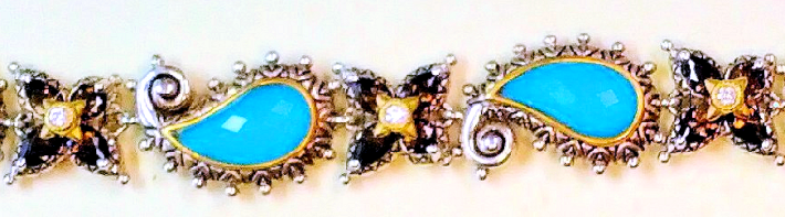 turq sq bracelet detail