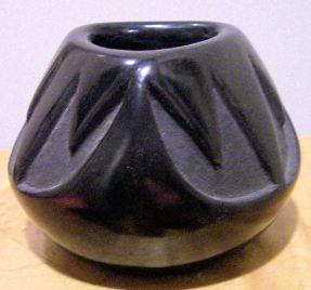 black Santa Clara pot