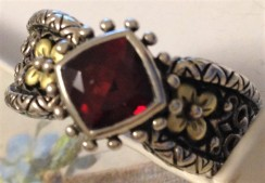 Romeo and Juliet Ring, garnet, SS/18K. Size 11.